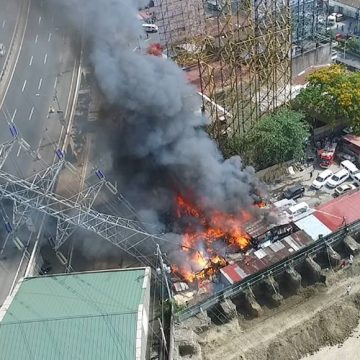 Fire, toppled tower cause heavy traffic in SLEX